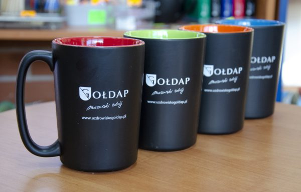 Kubek czarny z logo Gołdapi