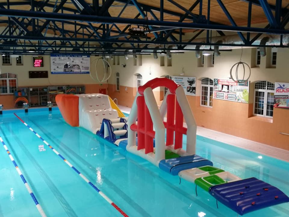 Wodny tor przeszkód na basenie 4-5 maja