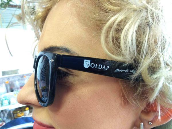Okulary przeciwsłoneczne z logo Gołdapi